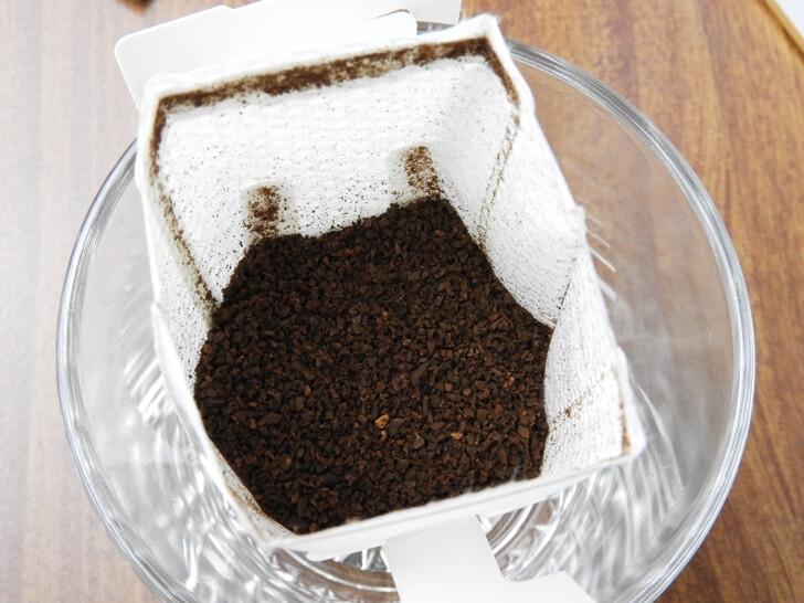 特寫鮮一杯藍山風味研磨咖啡粉